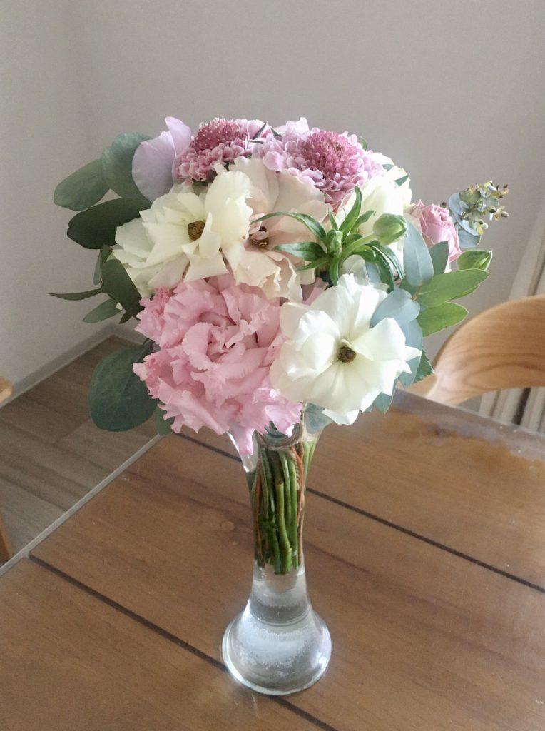 ピンクとホワイトの花束