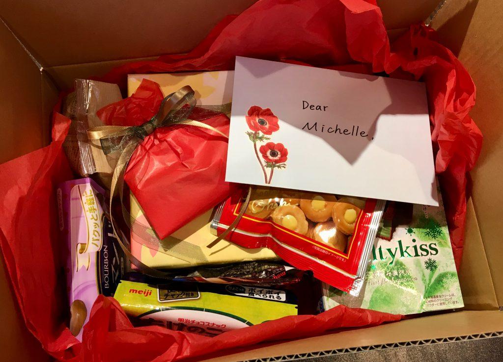 ロンドンのヴィクトリア・アンド・アルバートのミシェルさんに送るたくさんのお菓子とお手紙